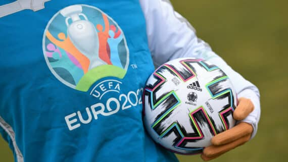 Как сделать ставку на спорт Мелбет и выиграть поездку на ЕВРО-2021